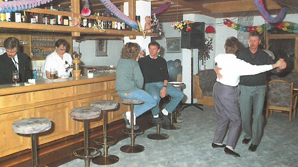 Bar-Jahr-1989.jpg